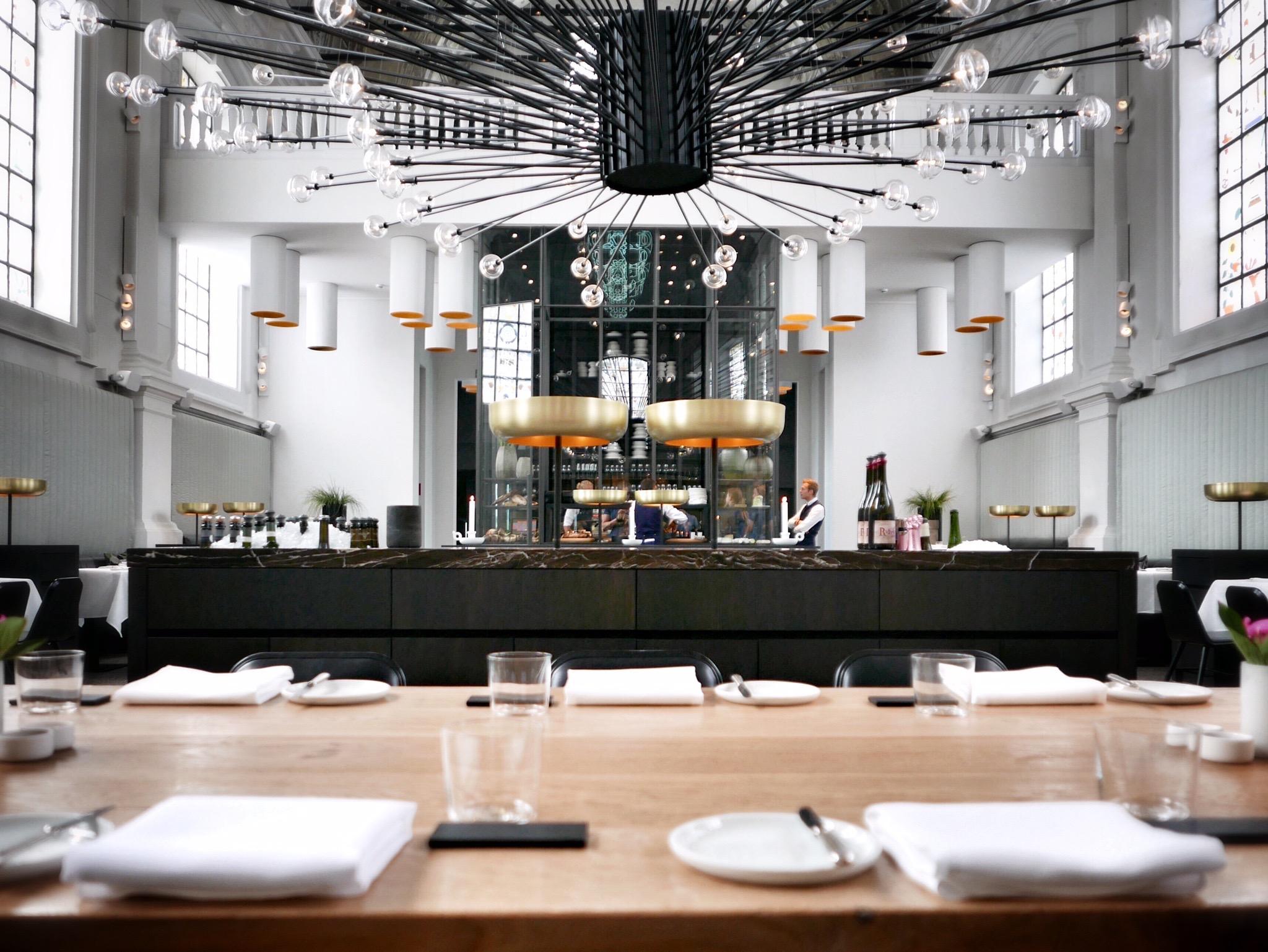 Los 5 mejores dise os del mundo en restaurantes - Barras de bar iluminadas ...